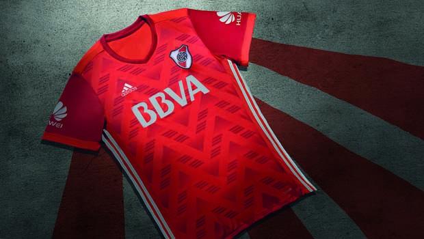 60fa391744ae9 El Club Atlético River Plate y adidas revelaron la nueva indumentaria  alternativa del Millonario para la temporada 2017 2018