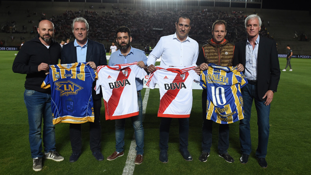 River y Atlanta intercambiaron camisetas