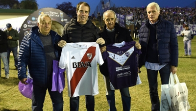 Intercambio de camisetas entre River y Villa Dálmine